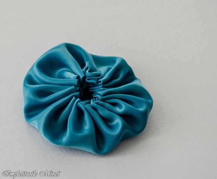 """Floare din material textil: """"Yo-Yo"""""""
