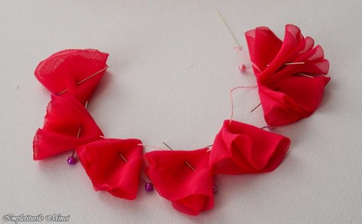 """Floare din material textil """"Bujor"""" - Pasul 4"""