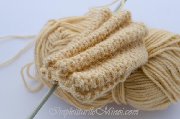 Modelul de tricotat *Pliuri*